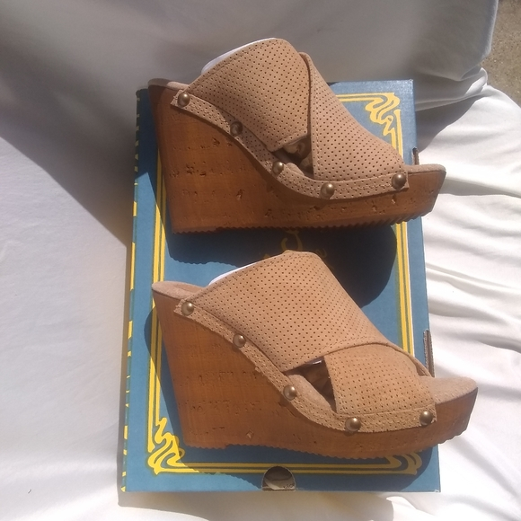 Sbicca Shoes - NWB Sbicca Vintage Collection Declan Wedges